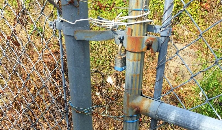 clothes hanger used to improperly fix a perimeter security fence